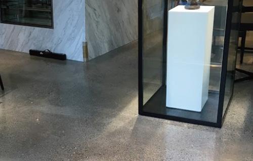 高級ブランド店内の床研磨仕上げ